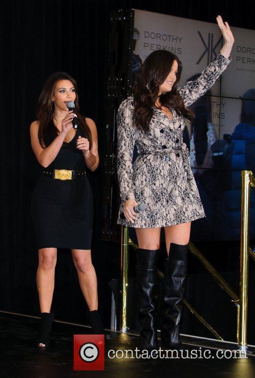 Kim Kardashian and Khloe Kardashian Odom 4