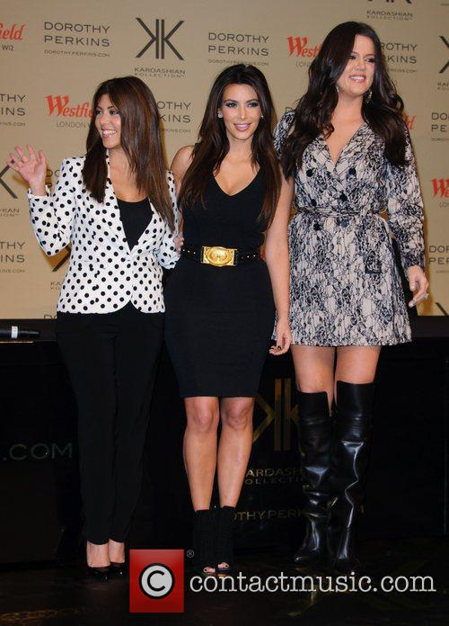 Kourtney Kardashian, Kim Kardashian and Khloe Kardashian Odom 11