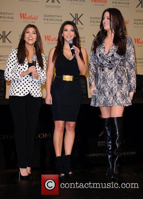 Kourtney Kardashian, Kim Kardashian and Khloe Kardashian Odom 6