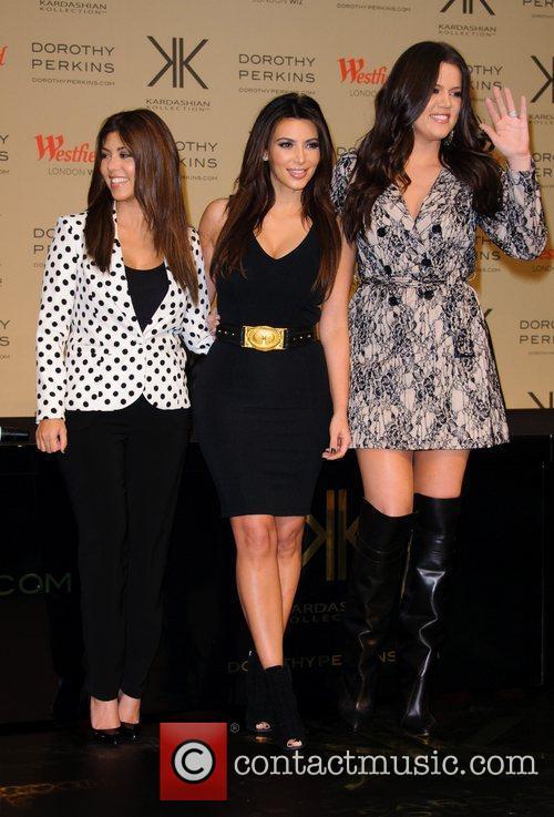Kourtney Kardashian, Kim Kardashian and Khloe Kardashian Odom 7