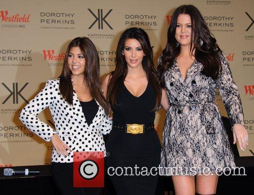 Kourtney Kardashian, Kim Kardashian and Khloe Kardashian Odom 5