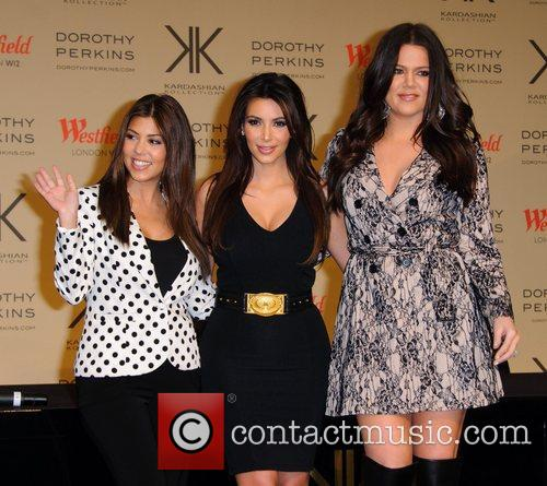 Kourtney Kardashian, Kim Kardashian and Khloe Kardashian Odom 8