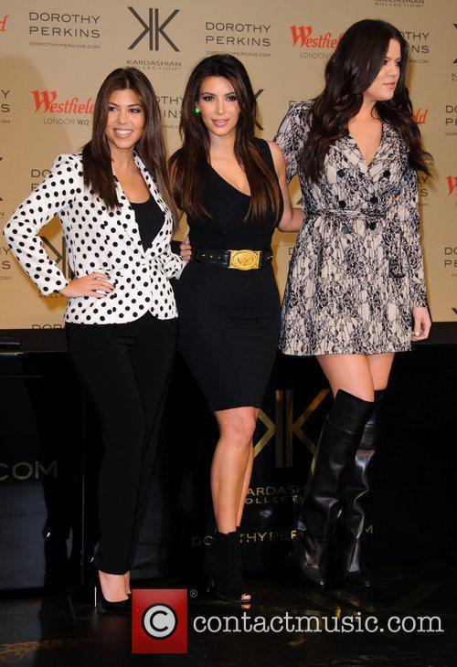 Kourtney Kardashian, Kim Kardashian and Khloe Kardashian Odom 4
