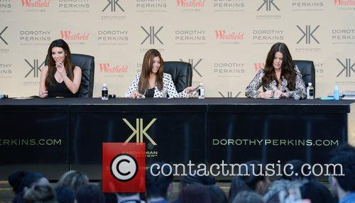Kourtney Kardashian, Khloe Kardashian Odom and Kim Kardashian 7