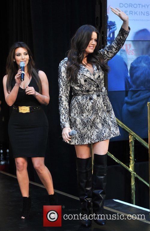 Khloe Kardashian Odom and Kim Kardashian 4