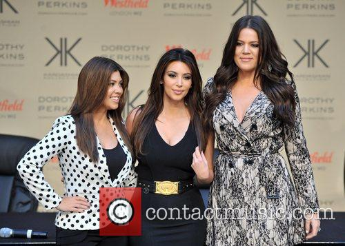 Kourtney Kardashian, Kim Kardashian and Khloe Kardashian 7