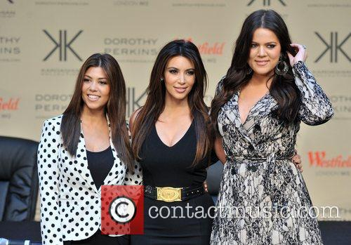 Kourtney Kardashian, Kim Kardashian and Khloe Kardashian 16