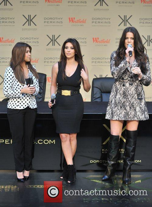 Kourtney Kardashian, Kim Kardashian and Khloe Kardashian 17