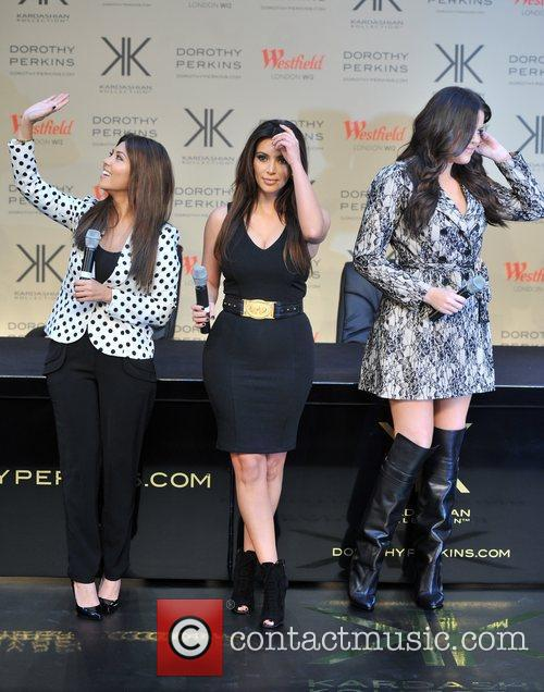 Kourtney Kardashian, Kim Kardashian and Khloe Kardashian 4