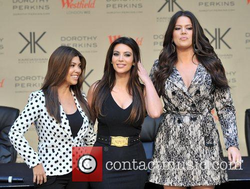 Kourtney Kardashian, Kim Kardashian and Khloe Kardashian 15