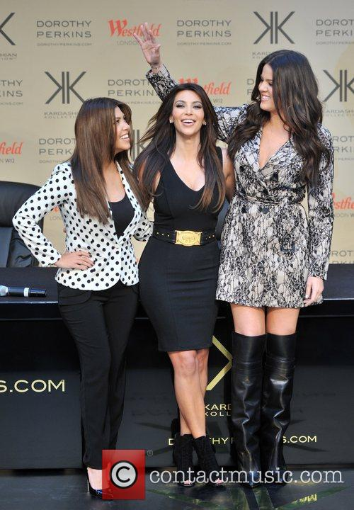 Kourtney Kardashian, Kim Kardashian and Khloe Kardashian 6