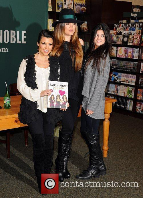 Khloe Kardashian, Kourtney Kardashian and Kylie Jenner 5
