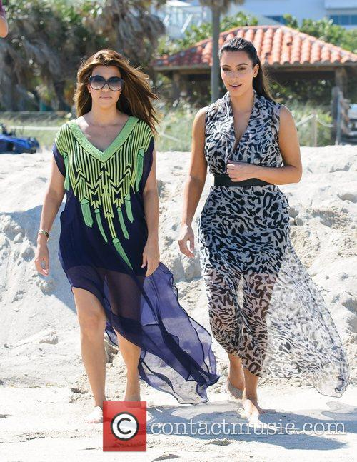 Kim Kardashian and Kourtney Kardashian 8