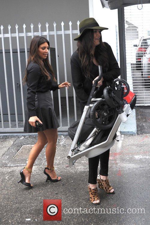 Kim Kardashian and Khloe Kardashian 2