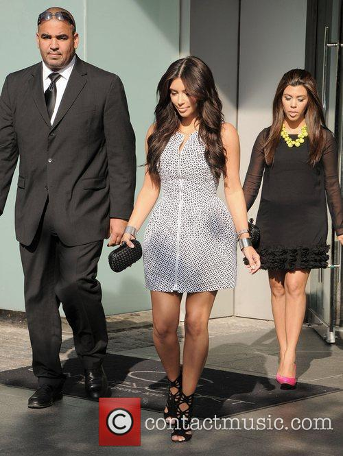 Kim Kardashian, Clutch, Jimmy Choo, Kourtney Kardashian and Bottega Veneta 7