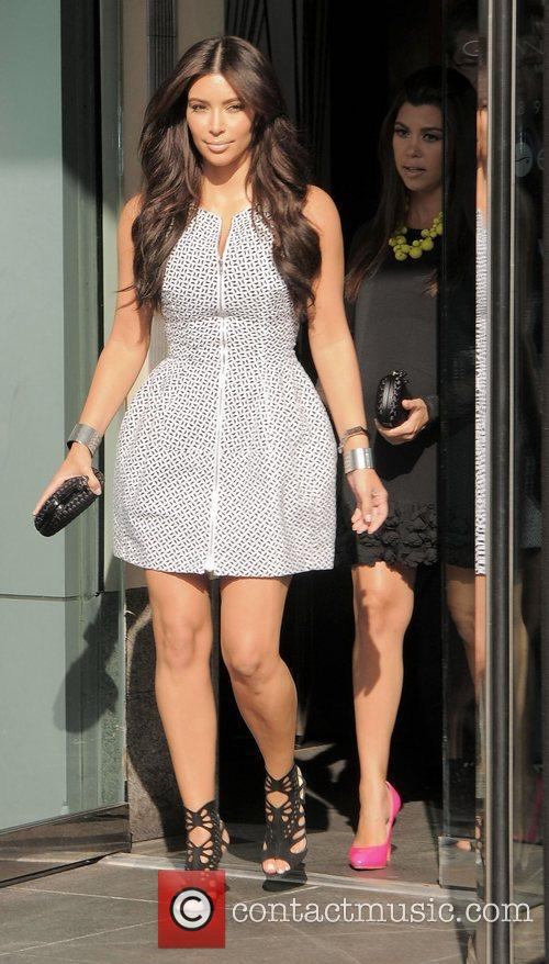 Kim Kardashian, Clutch, Jimmy Choo, Kourtney Kardashian and Bottega Veneta 8