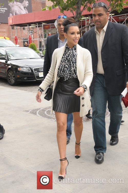 kim kardashian spotted with the kardashian family 5831001