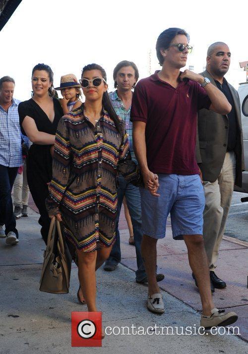 Scott Disick, Kourtney Kardashian, Khloe Kardashian, Mason Disick and Jonathan Cheban 7