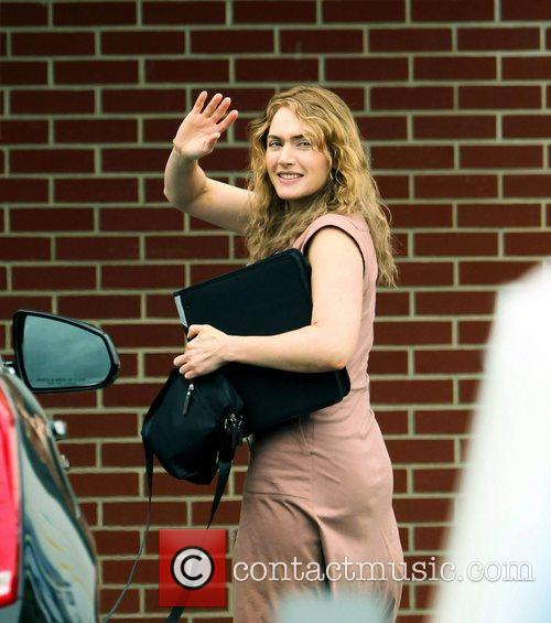 kate winslet on the movie set of 3952511