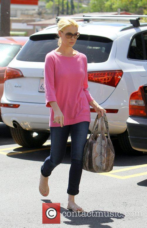 Katherine Heigl leaving a Nail Salon in Los...