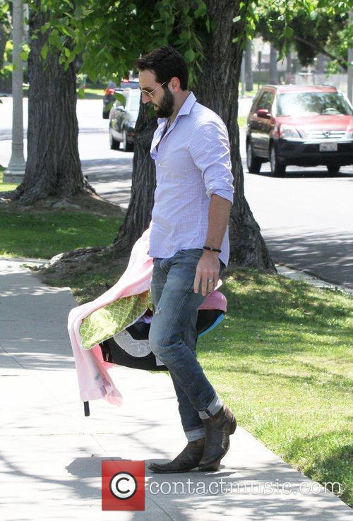 josh kelley arrives for a mothers day 3878534