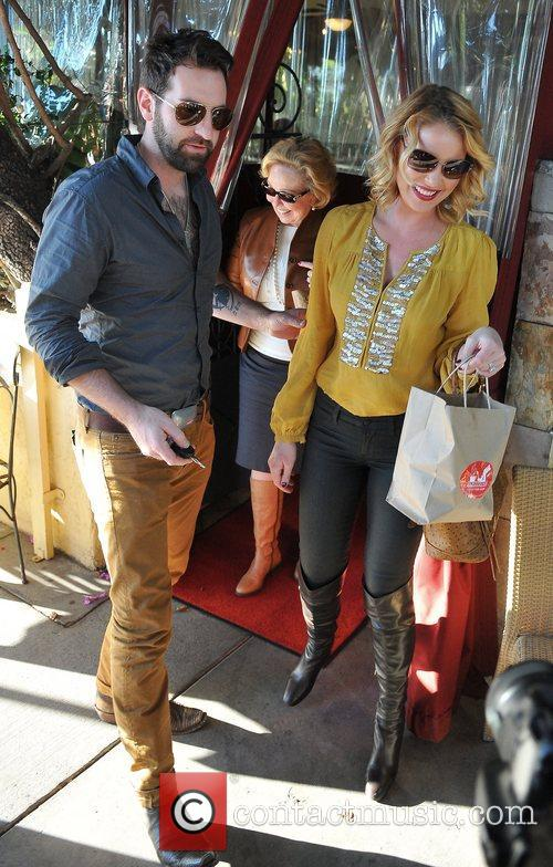 Josh Kelley, Nancy Heigl and Katherine Heigl 9