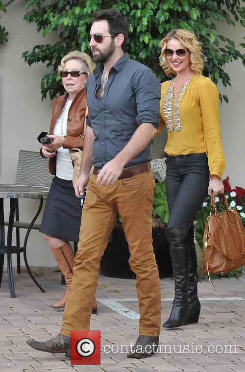 Josh Kelley, Nancy Heigl and Katherine Heigl 5