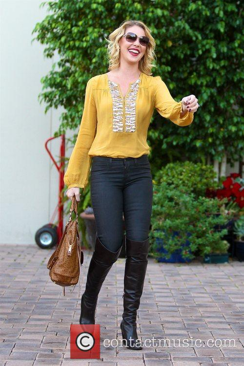 katherine heigl takes a flower from a 5956767