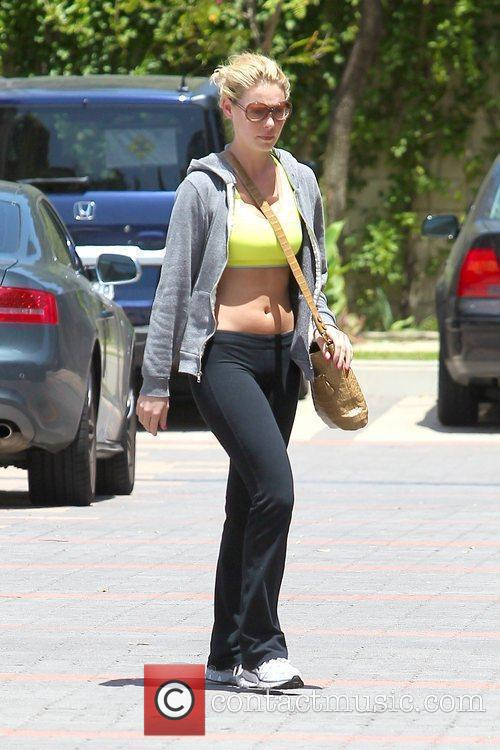 Katherine Heigl shows off her bare midriff as...