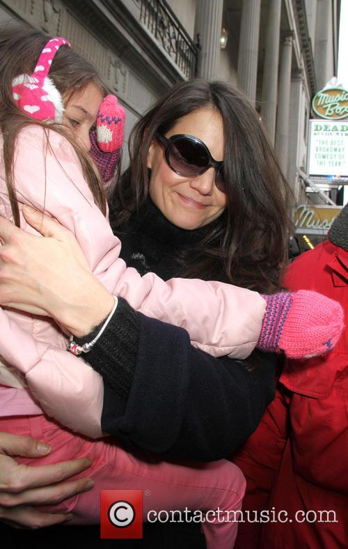 katie holmes and daughter suri cruise arriving 20038634