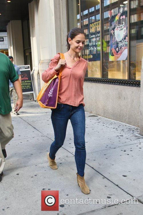 Steps out without her wedding ring after an...