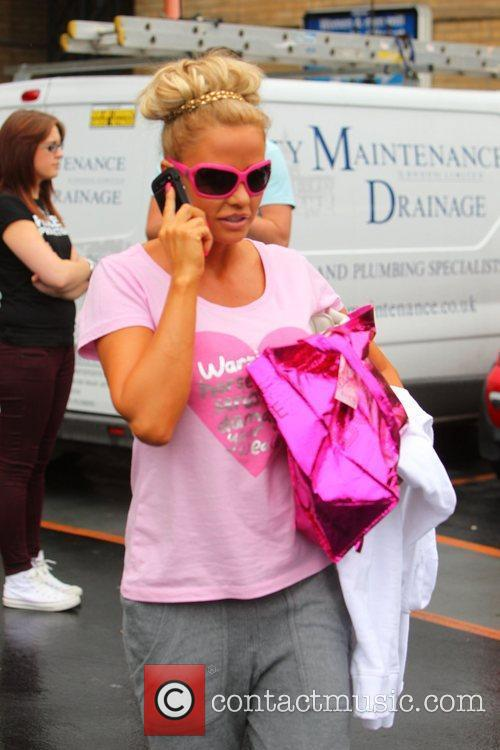 katie price and her entourage leave the 3979885