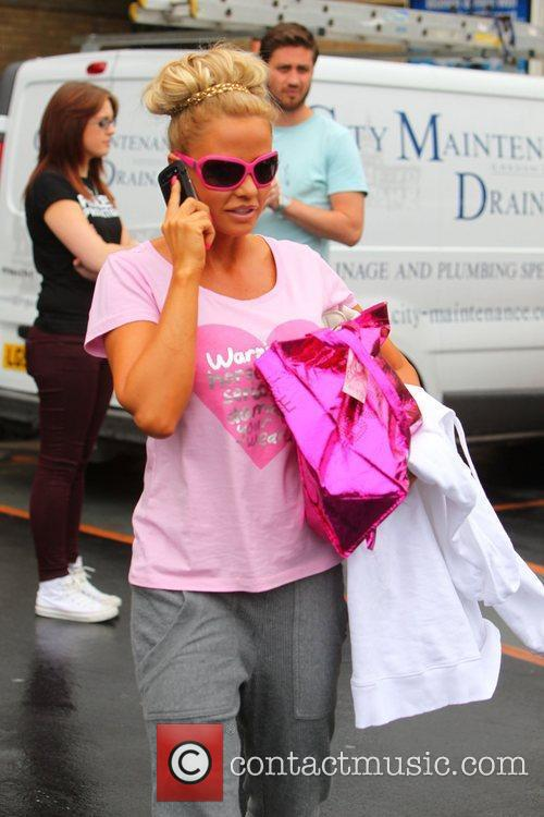 katie price and her entourage leave the 3979890