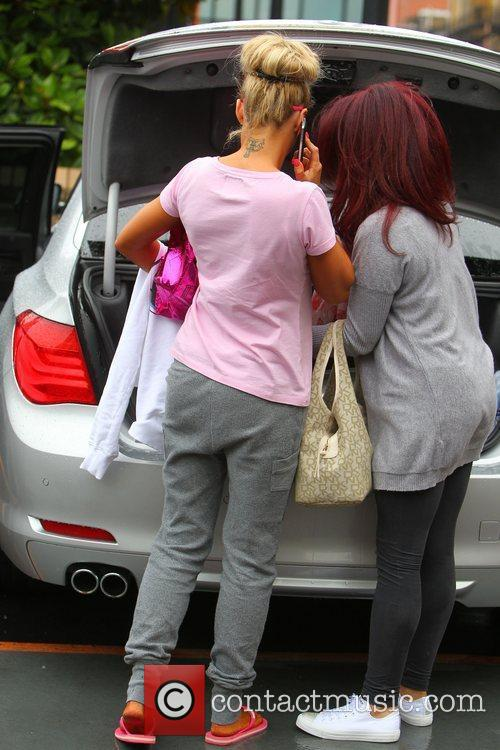 katie price and her entourage leave the 3979892