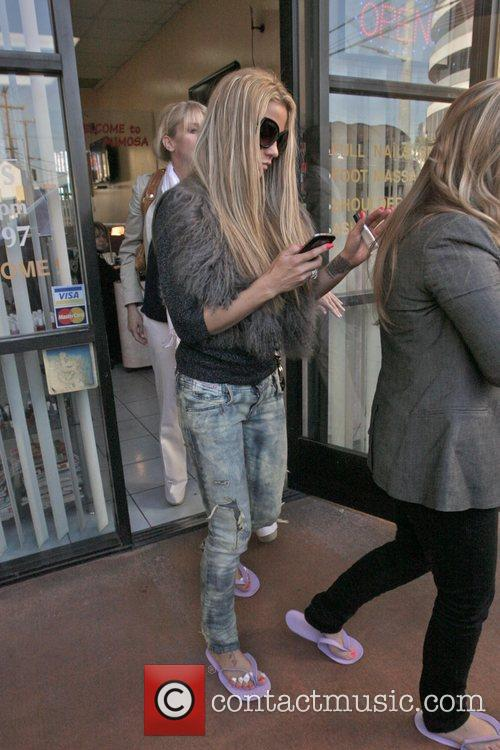katie price is seen getting her nails 5765202