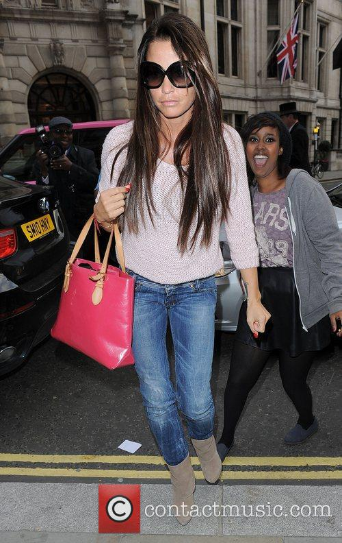 katie price arriving at a hotel in 4120739