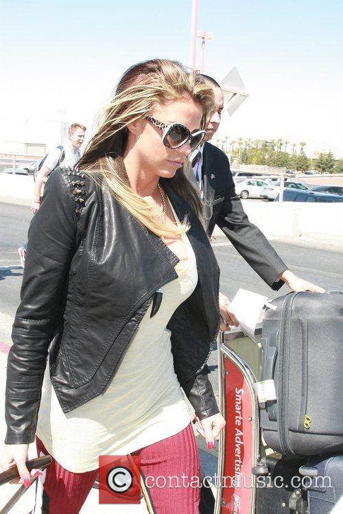 Arrives at Mccarran International Airport in Las Vegas