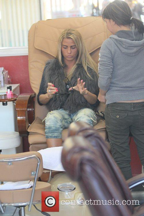 katie price is seen getting her nails 5764790