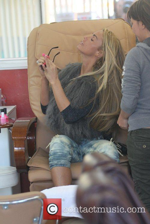 katie price is seen getting her nails 5764793