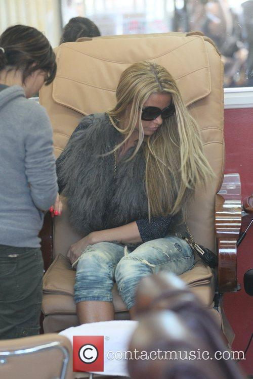 katie price is seen getting her nails 5764795