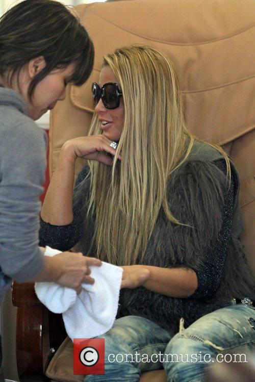 katie price is seen getting her nails 5764864