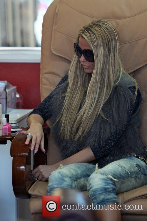 katie price is seen getting her nails 5764871