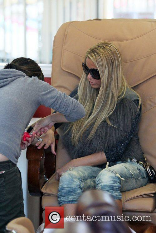 katie price is seen getting her nails 5764876