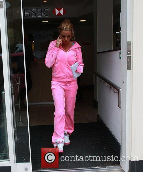 katie price stops into a bank and 5860694