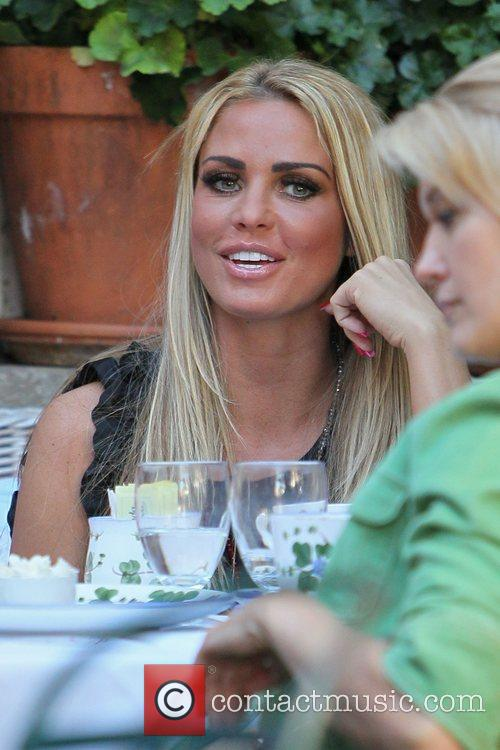 katie price seen has lunch at the 3651221