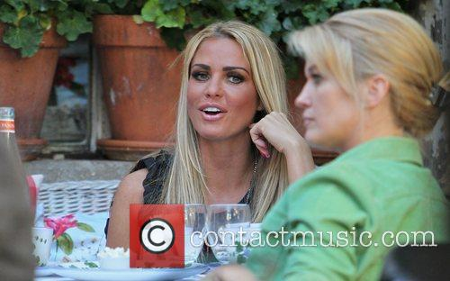 katie price seen has lunch at the 3651226