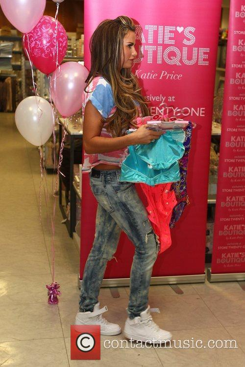 glamour model katie price promotes her latest 3771672