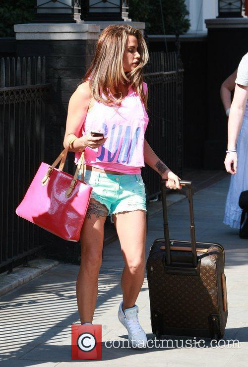 katie price is dressed for summer in 5817289