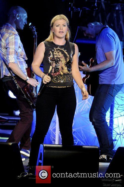 Kelly Clarkson 13