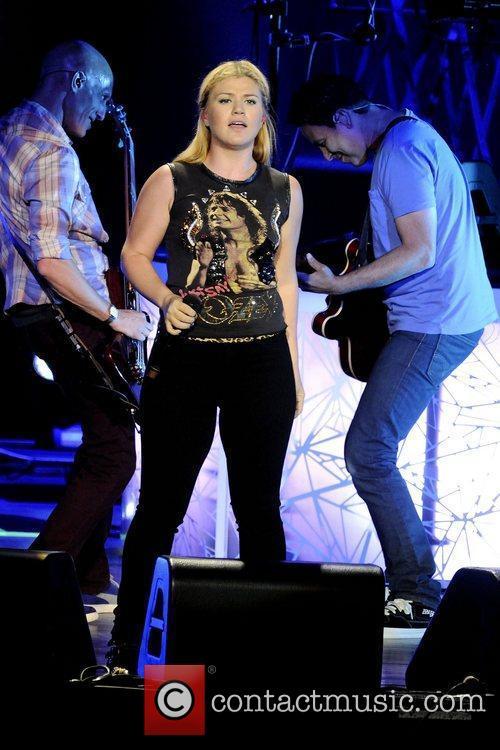 Kelly Clarkson 21